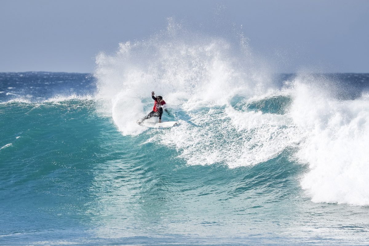 Jordy Smith en route to his second 10-point ride at Supertubes today ©WSL/Tostee
