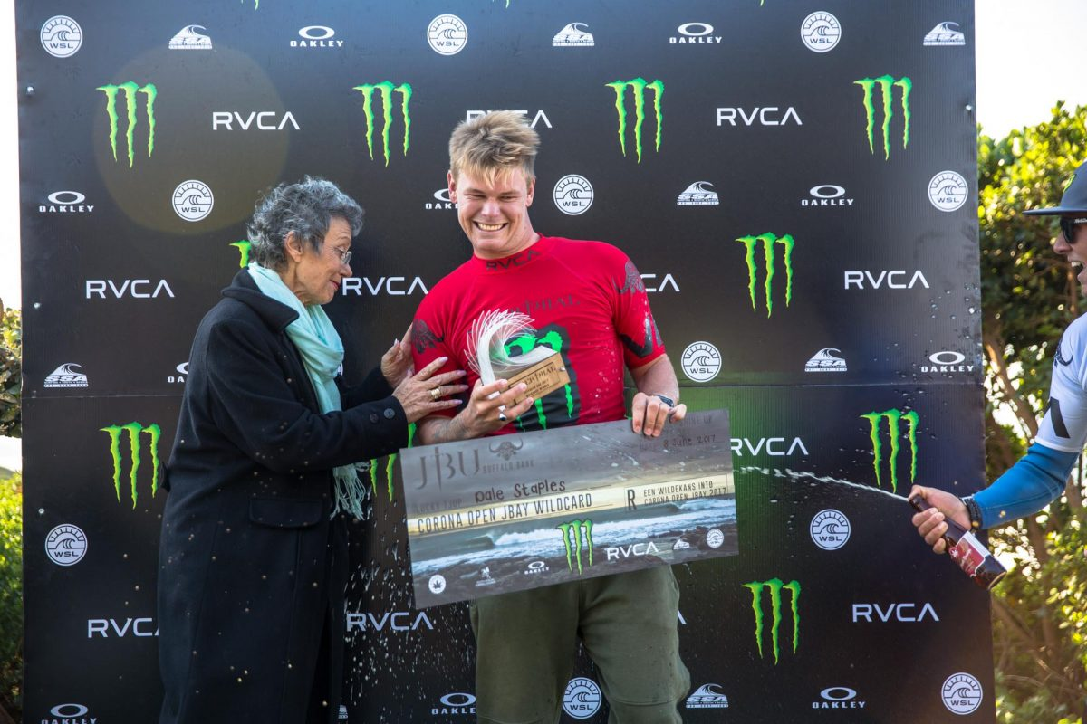 Kouga executive mayor Elza Van Lingen congratulates Dale Staples on his win at the recent JBU Supertrial presented by Monster, and on his receiving the wildcard into the Corona Open JBay Championship Tour event. © Van Gysen
