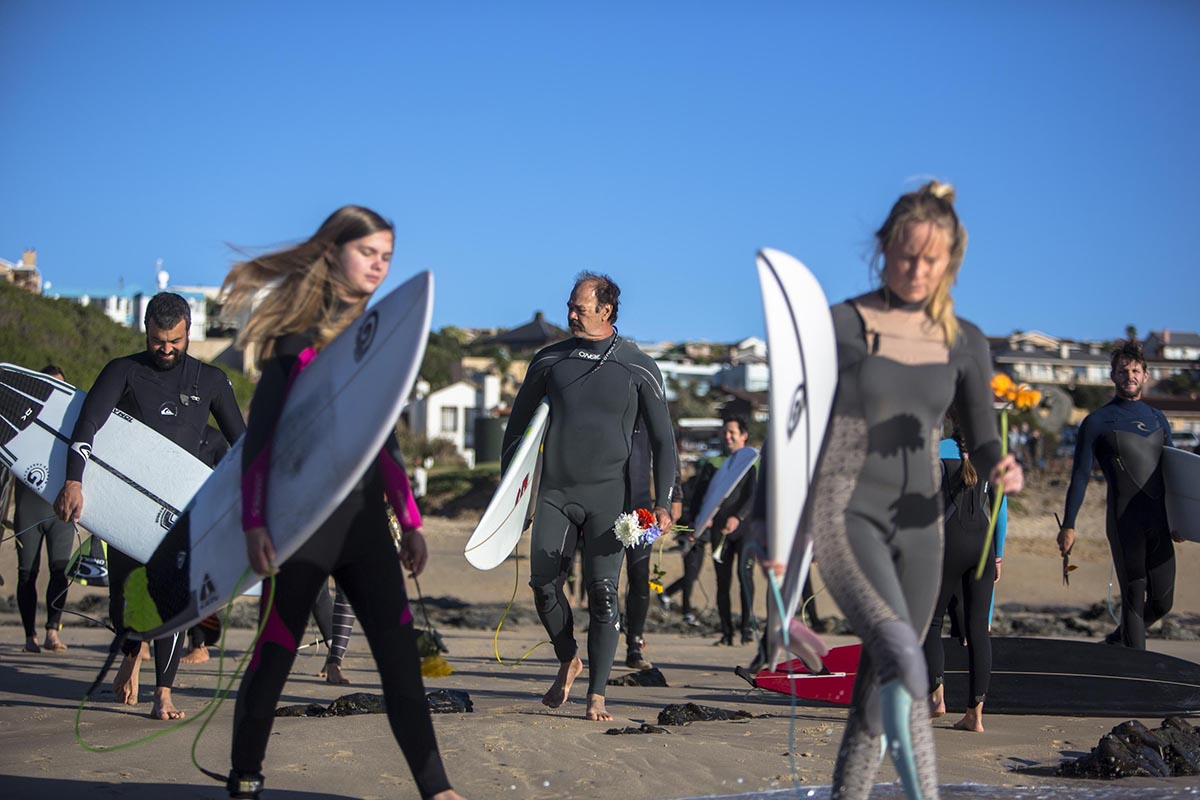 Groms, girls, moms and dads all arrived for the Jack O'Neill Paddle Out. ©Van Gysen