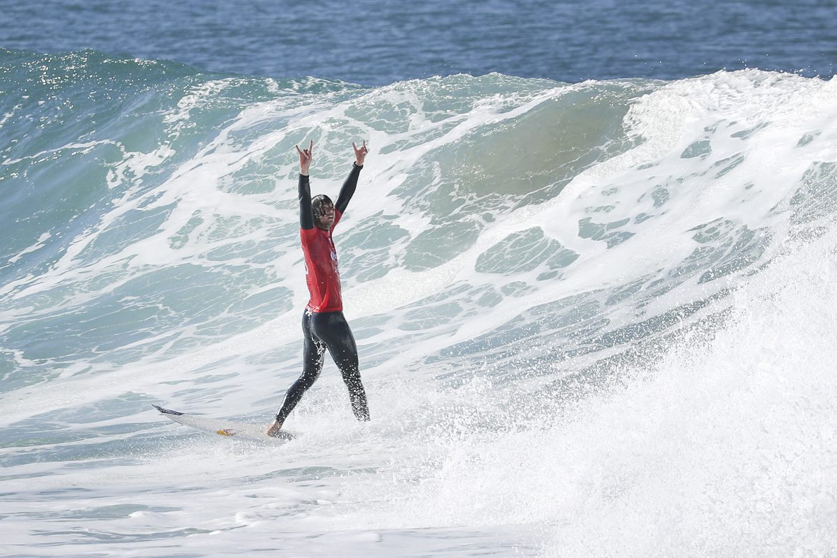 A stoked Jordy Smith through to the quarterfinals. ©WSL/Tostee